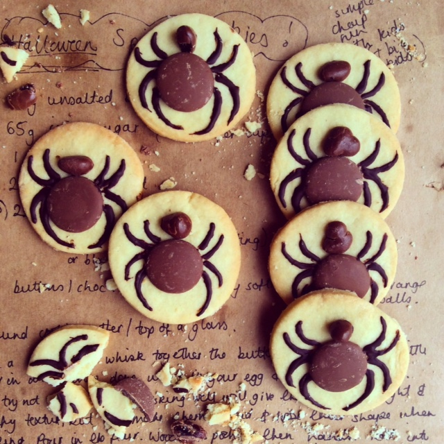 Halloween Biscuits - Scrummy Spiders